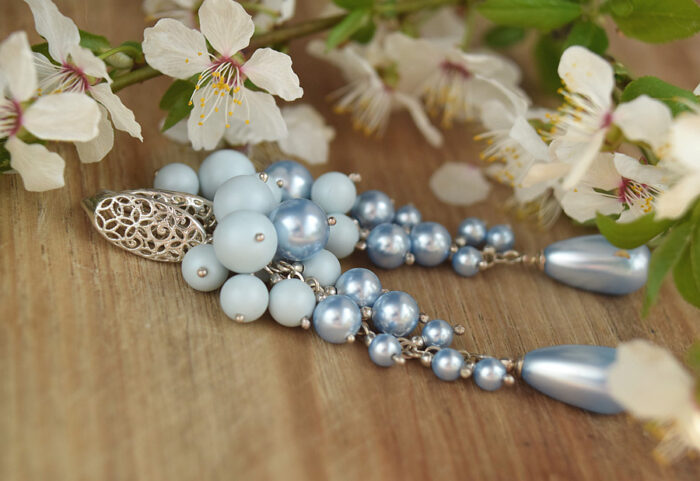Ślubne gronka Swarovski - błękitne perły Swarovski kwiaty