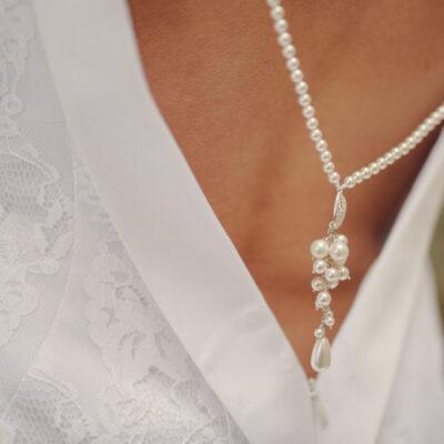 Ślubny naszyjnik na plecy Swarovski - perły białe