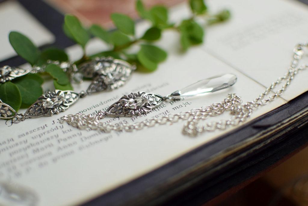 Naszyjnik na plecy z kryształami Swarovski i filigranem retro