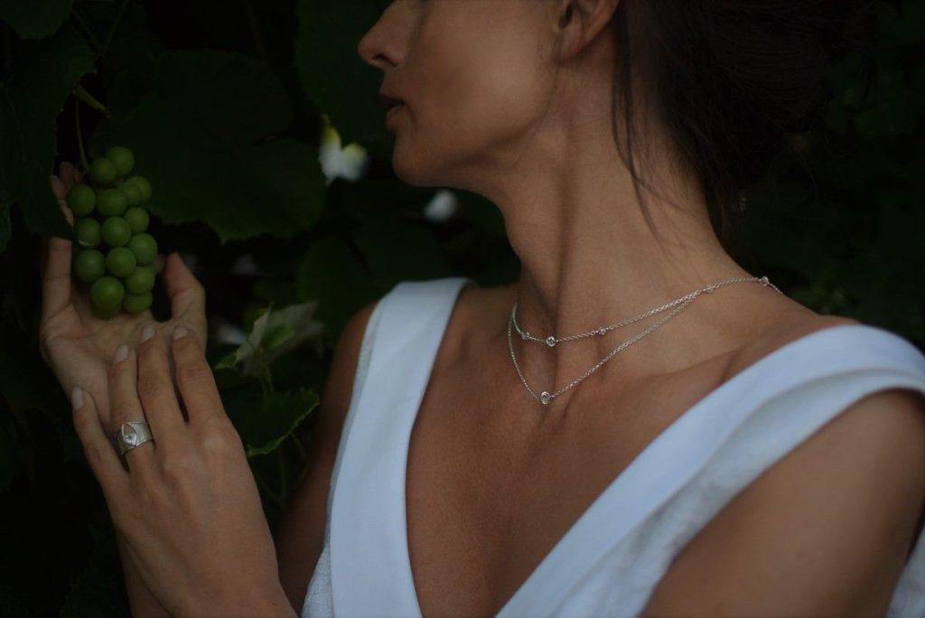 Przód ślubnego naszyjnika na plecy z kryształami Swarovski - srebro i kryształki - Crystal AB