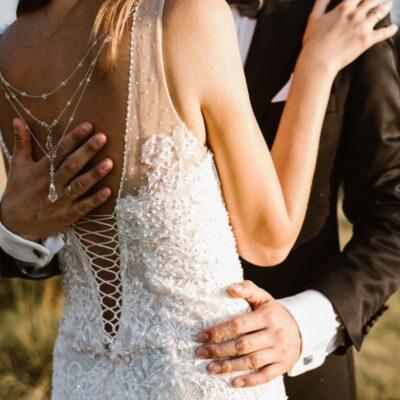 Ślubny naszyjnik na plecy - W czym do ślubu? - Swarovski Crystal