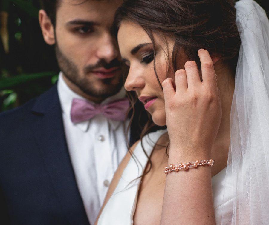 Ślubna bransoletka i kolczyki ślubne z brzoskwiniowymi perełkami i kryształami Swarovski