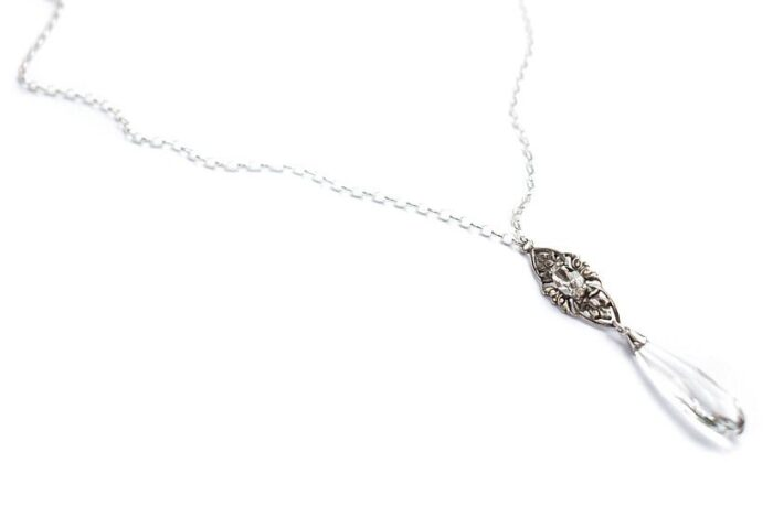 Tył ślubnego naszyjnika na plecy Vivienne - krople Swarovski Elements i srebro