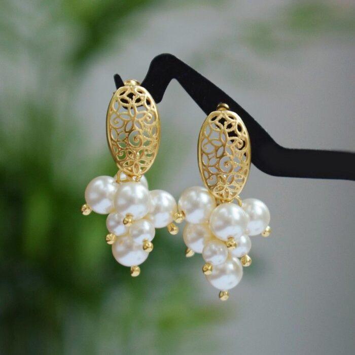 Krótkie, pozłacane kolczyki-gronka do ślubu, z perłami Swarovski