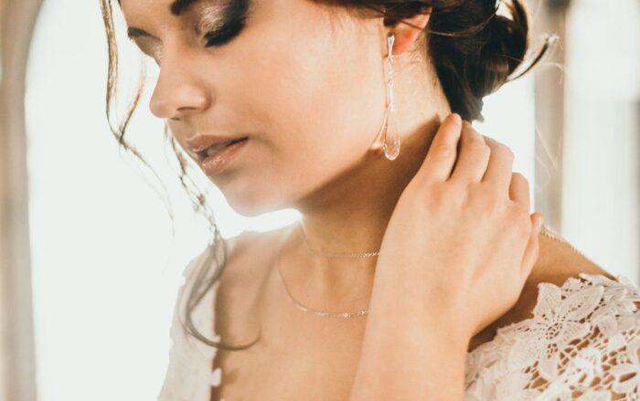 Ślubne łańcuszki na plecy - Arabesque Crystal - przód naszyjnika