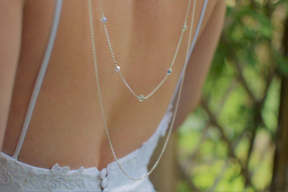 Ślubny naszyjnik na plecy Graceful do okrągłego dekoltu - zbliżenie na tył naszyjnika