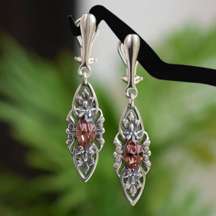 Klipsy ślubne w stylu retro - stare srebro i kryształy Swarovski w pudrowym różu